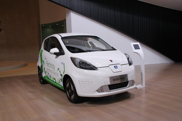 充电半小时可开190km 荣威E50售23.49万