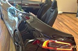 创意无极限 美大学用特斯拉Model S打造超酷办公桌