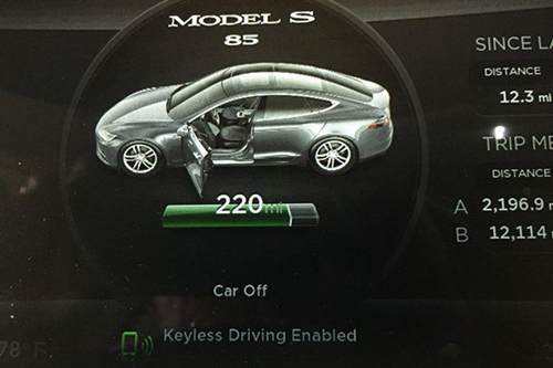 特斯拉无钥匙驾驶 过程可以更简单