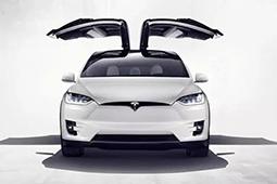 特斯拉Model X鹰翼门 开启如绅士般优雅