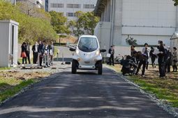 日本丰桥大学研究电动汽车边跑边充电