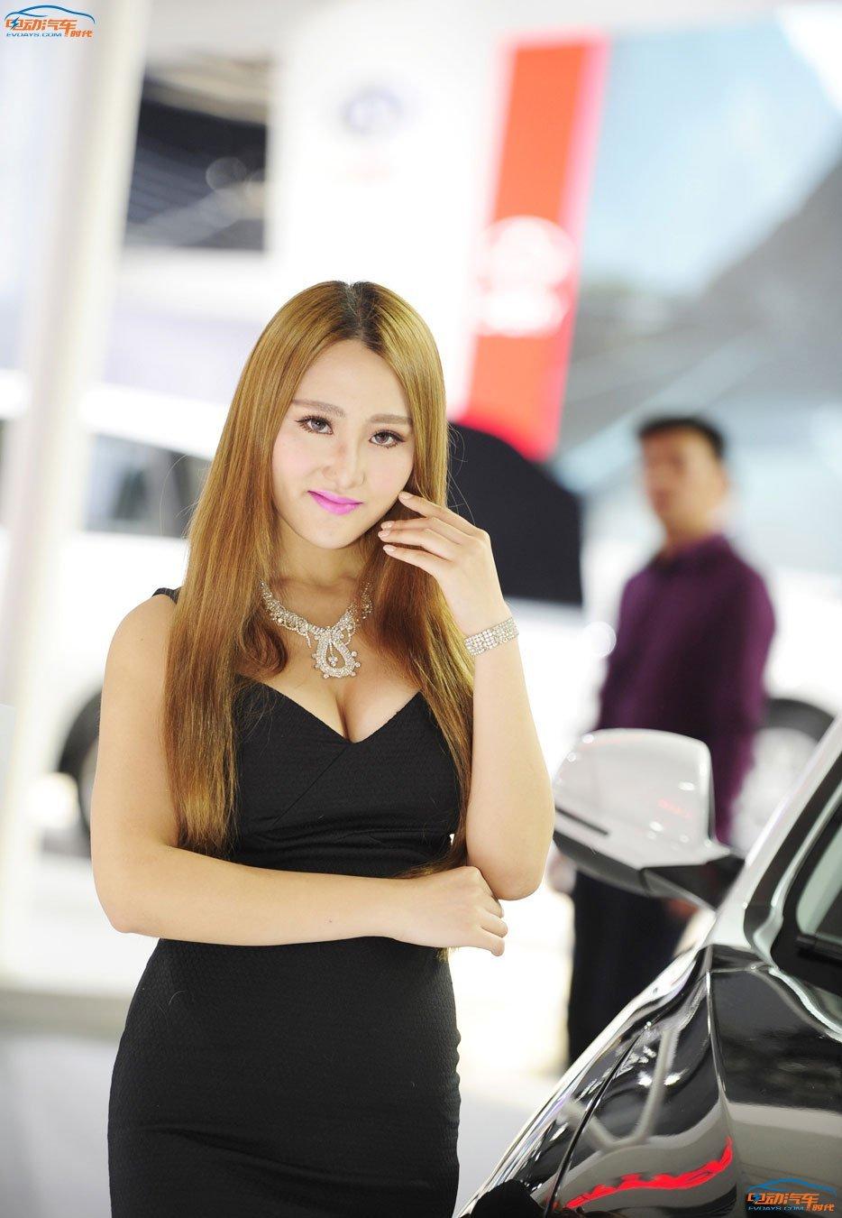 细数广州车展上那些胸狠的车模
