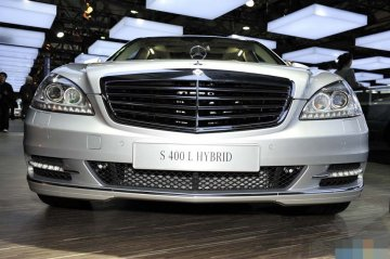 奔驰S400L银色车头