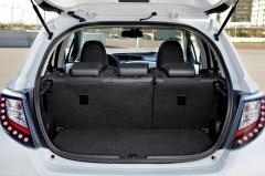 丰田雅力士hybrid后备箱